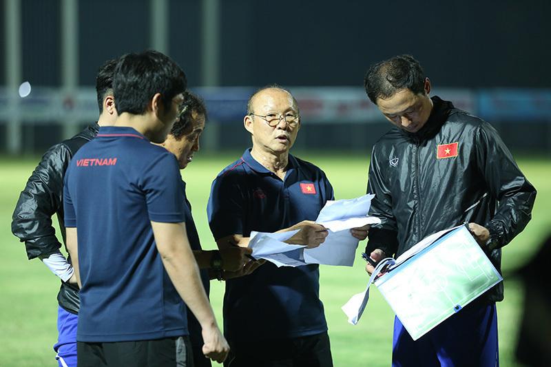 HLV Park Hang Seo cũng có những trợ lý thân cận để cùng tháo gỡ khó khăn