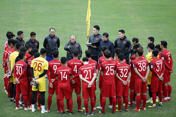 bổ sung các cầu thủ từ tuyển Việt Nam