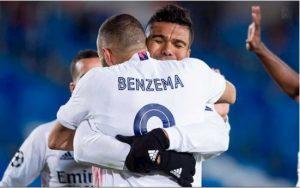 Benzema lập cú đúp giúp Los Blancos hạ Gladbach 2-0.